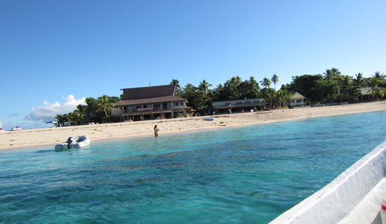 Beachcomber Island, Fiji - crystal clean water