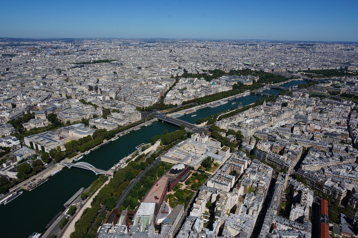 a01_Paris_Top of Eiffel Tower