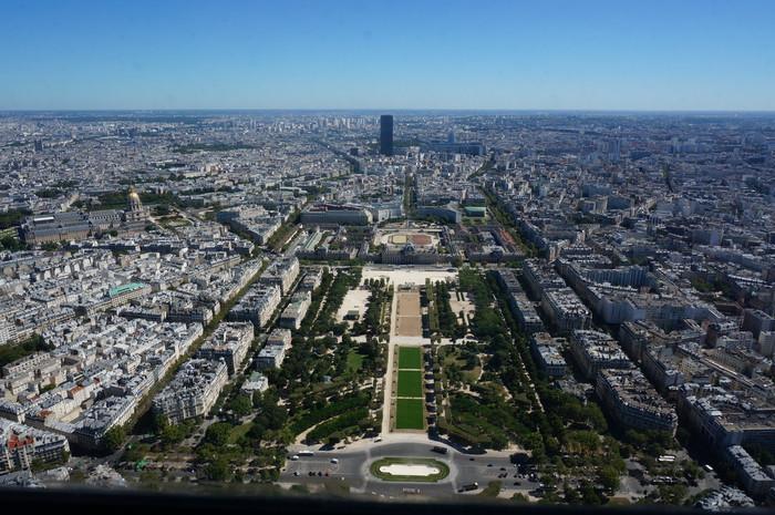 b05_Eiffel Tower