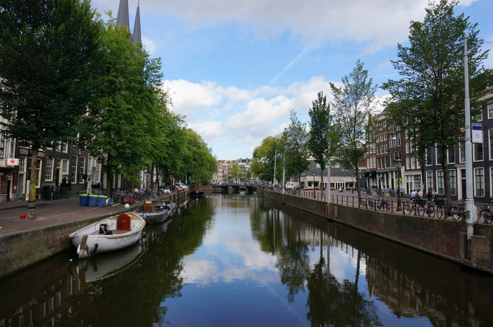 a01-amsterdam-city-canal-view