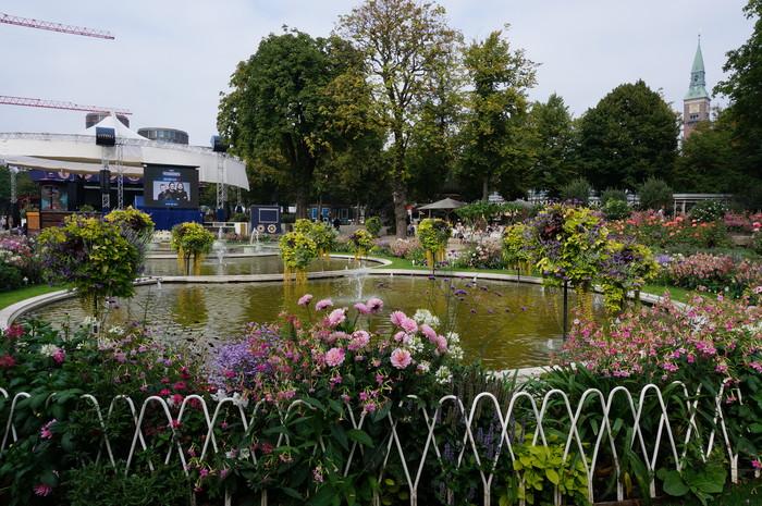 c01-copenhagen-tivoli-garden