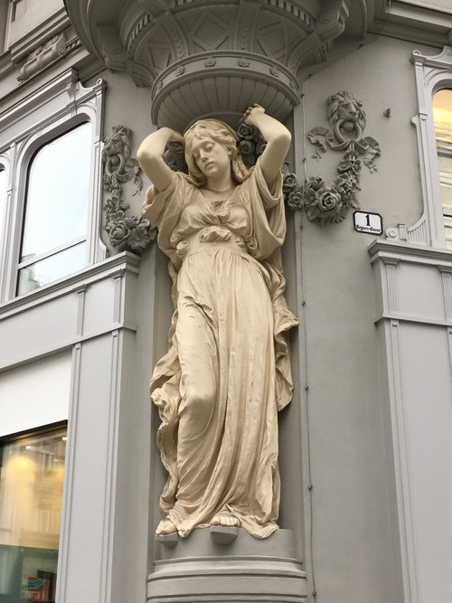 b1-vienna-sculpture