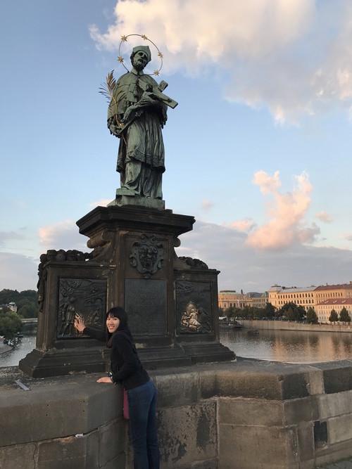 d02-prague-charles-bridge-the-statue-of-john-of-nepomuk-priest