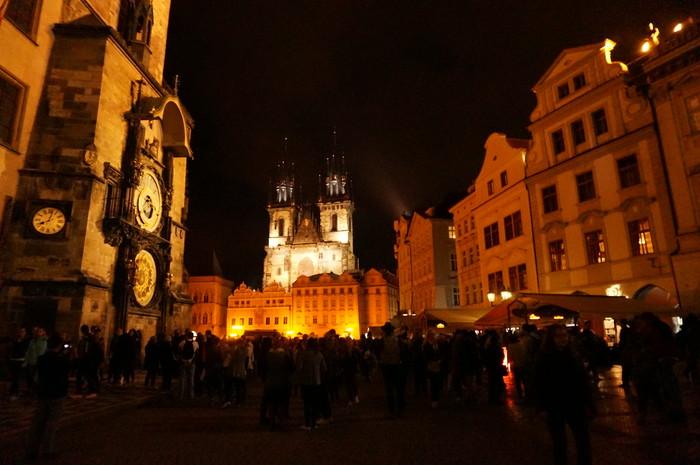 d06-prague-market-square-at-night