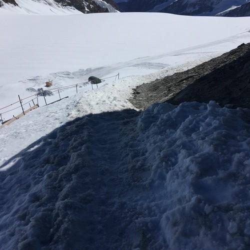 d6-jungfraujoch-monchsjoch-hut-steep