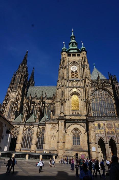 f01-prague-castle-church