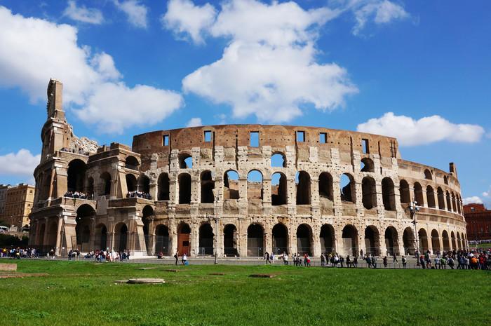 b1-rome-colosseum-outside