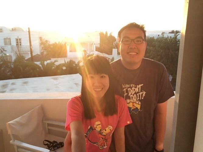 b2-santorini-sunrise-selfie