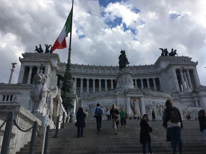 e1-rome-piazza-venezia-steps