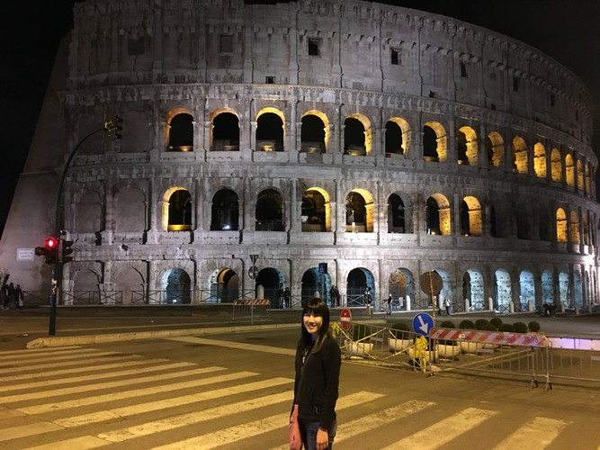 g1-rome-colosseum-at-night