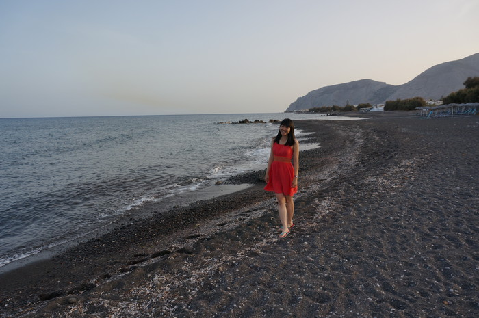 g10-santorini-kamari-beach