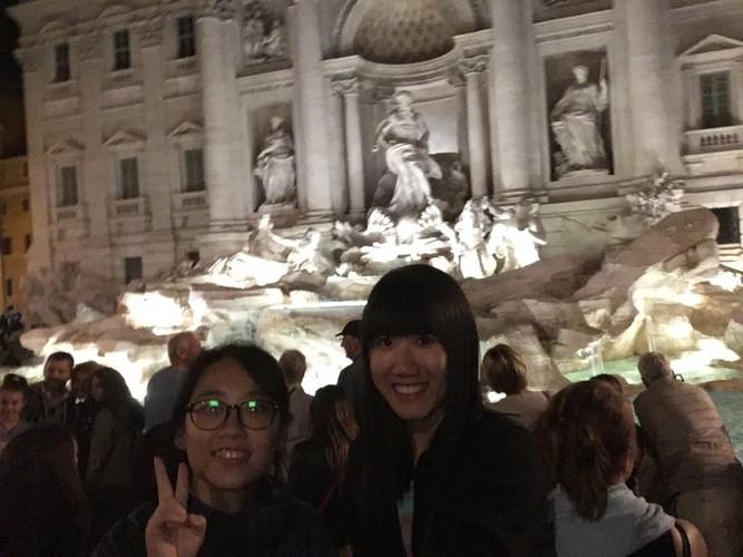 g2-rome-trevi-fountain-at-night