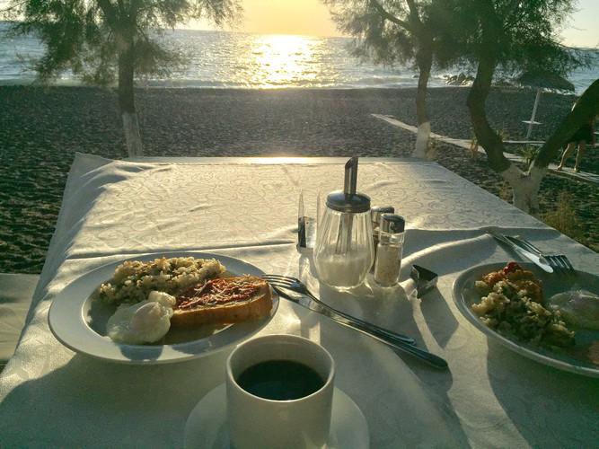 g2-santorini-hotel-breakfast