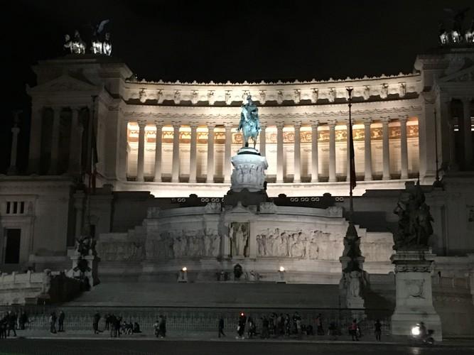 g3-rome-piazza-venezia-at-night
