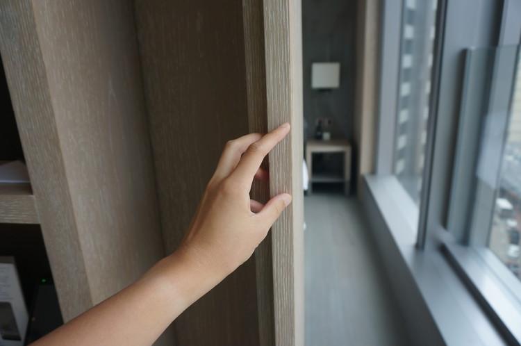 09HK One96 Hotel Slide door